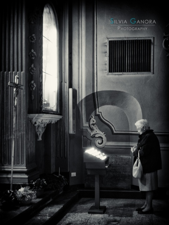 Praying - ©Silvia Ganora Photography