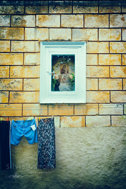 Italian Virgin Mary shrine on a wall with washing hanging - ©Silvia Ganora Photography - All Rights Reserved