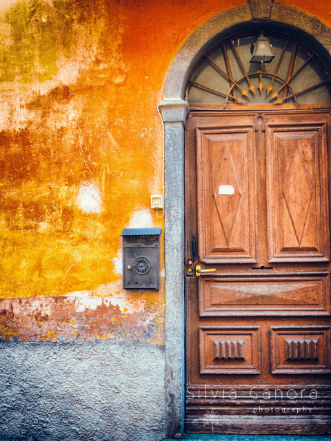 Carved door with paper note pinned on it and mailbox on wall- ©Silvia Ganora Photography - All Rights Reserved