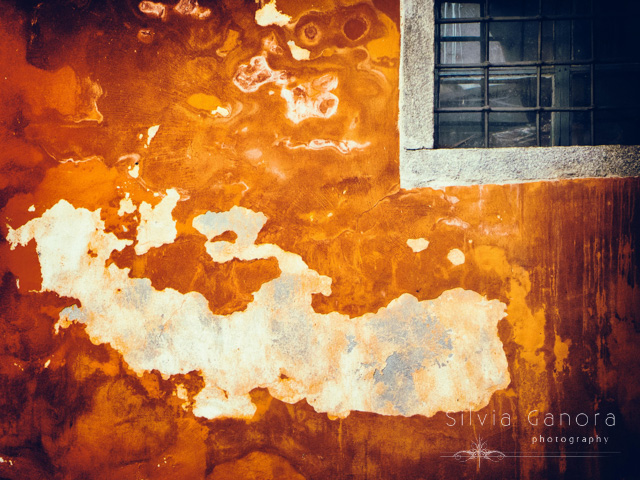 Wall with window and big island shaped peeling portion- ©Silvia Ganora Photography - All Rights Reserved